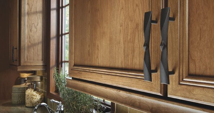 Finishing Cabinets: How to Choose Accents & Hardware